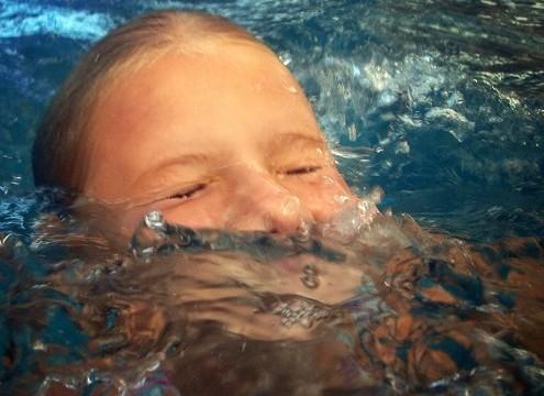 casi ahogamiento niños y adultos
