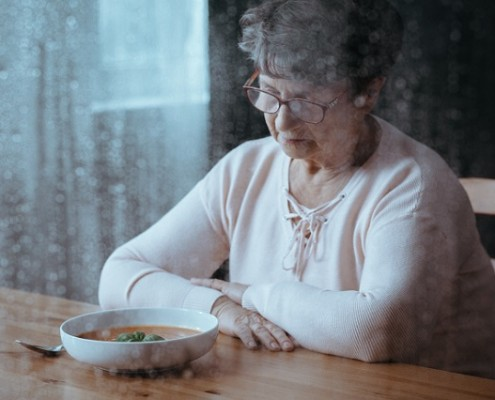 Causas de la falta de apetito en ancianos