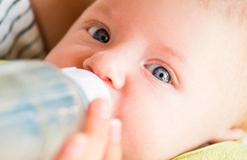 Qué hacer si tu bebé no quiere el biberón
