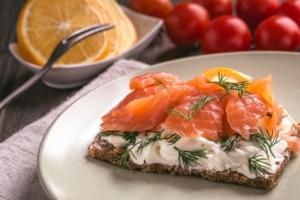 Sandwich con salmón
