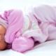 ¿Por qué los Bebés no deben dormir con Almohada?
