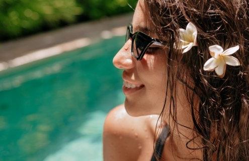Cómo afecta el cloro de la piscina a tus dientes